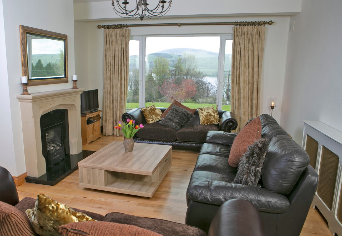 Luxury Holiday Home in Killaloe with Beautiful Views of Lough Derg County Clare