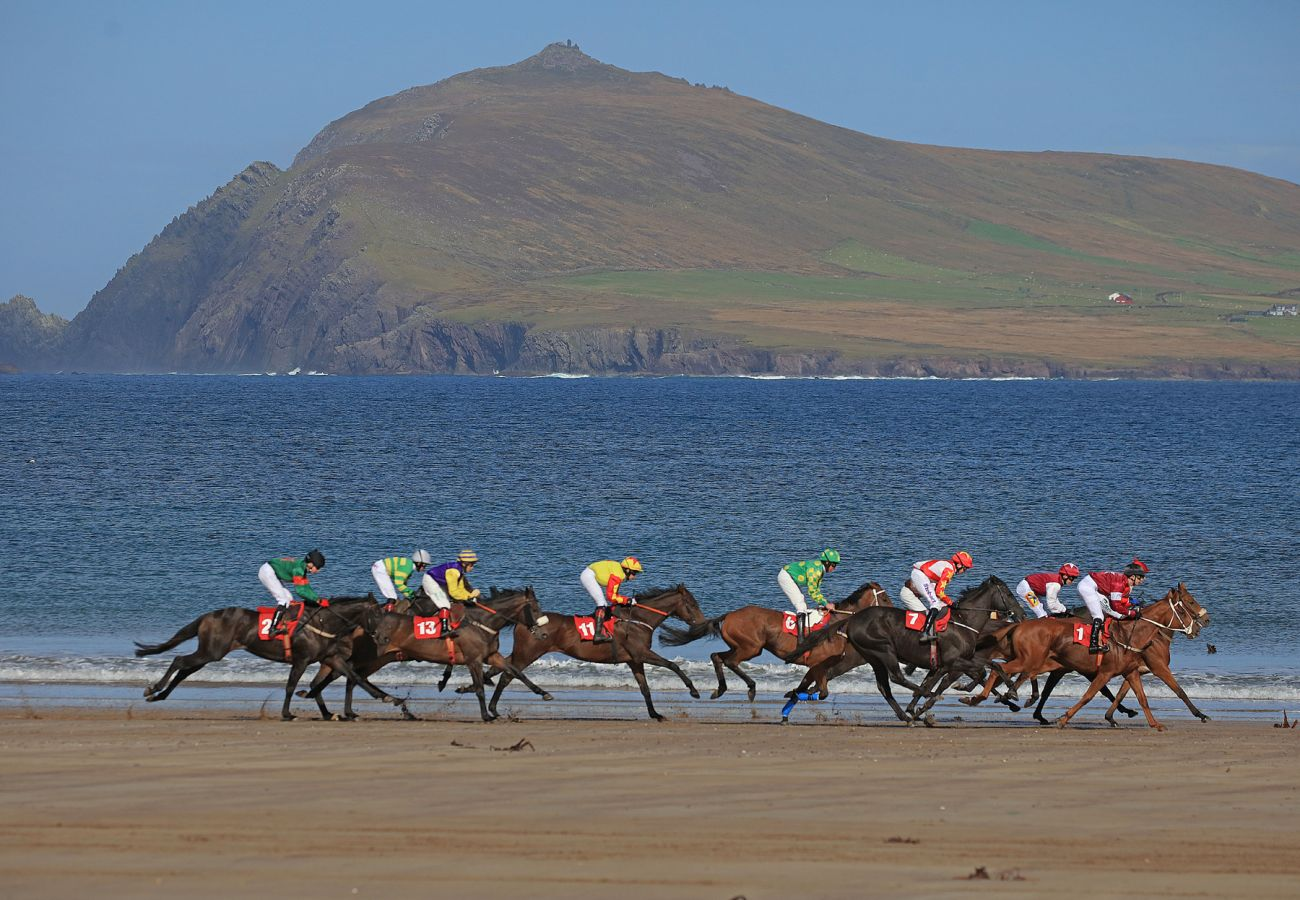 Béal Bán Races, Ballyferriter, Dingle Peninsula, County Kerry © Failte Ireland