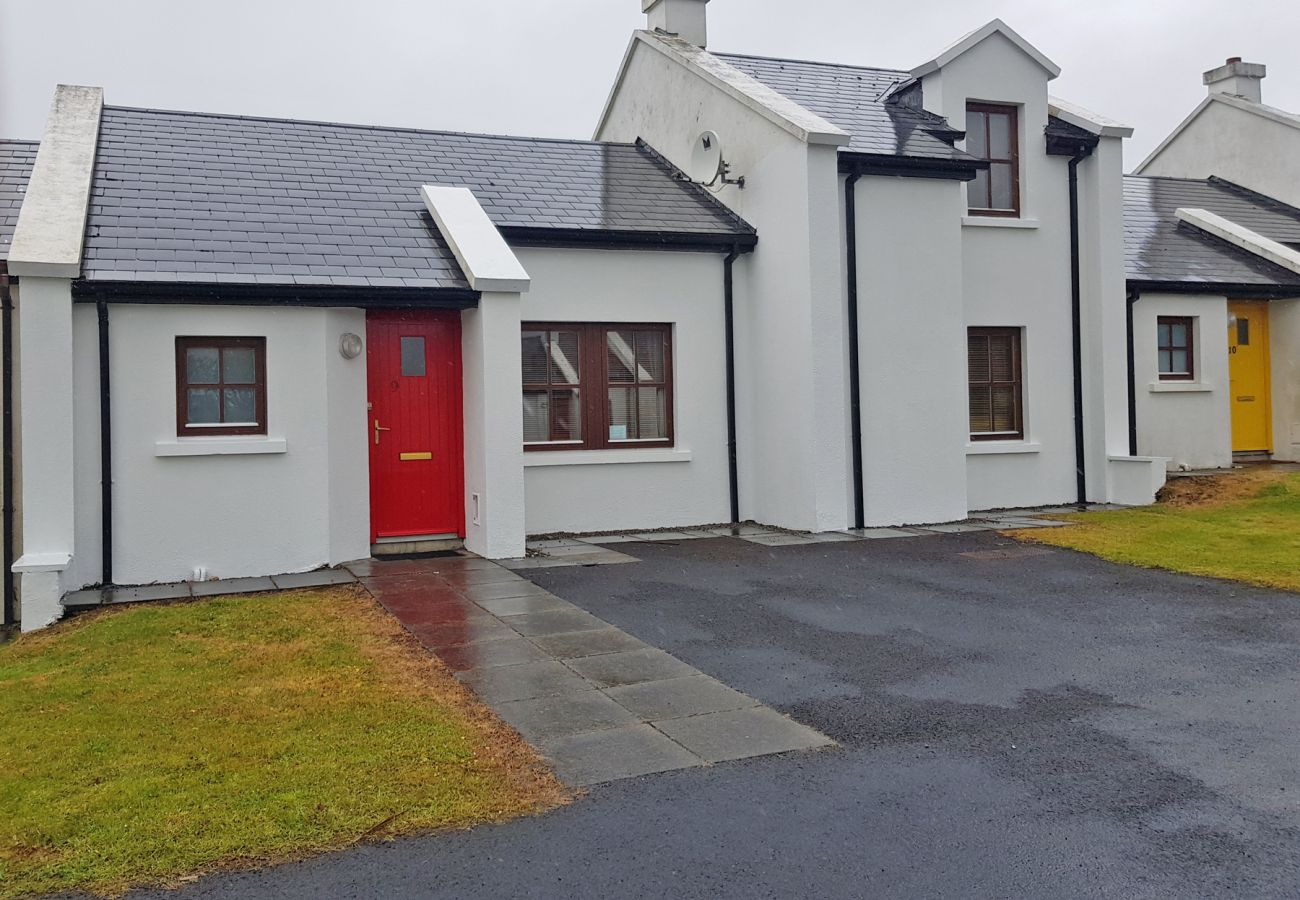 Charming Self-Catering Achill Sound Holiday Village No.7, Achill Island, County Mayo