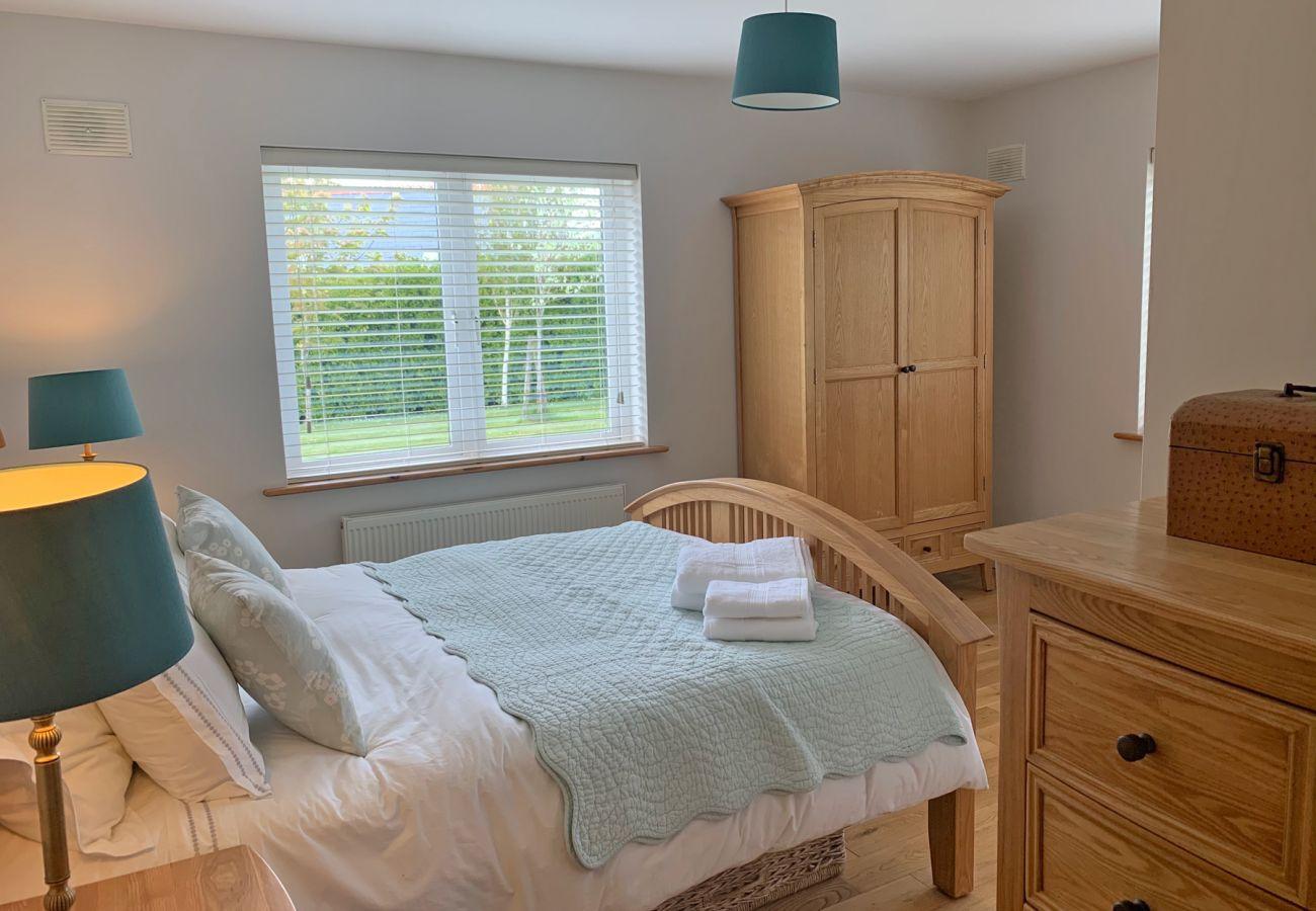 Tígh Trá, Ideal Family Self-Catering Holiday Home near Ballyvaughan, County Clare