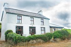 Hillside Holiday Home, Large Self Catering Holiday Home Close to Killarney & Farranfore Airport in County Kerry