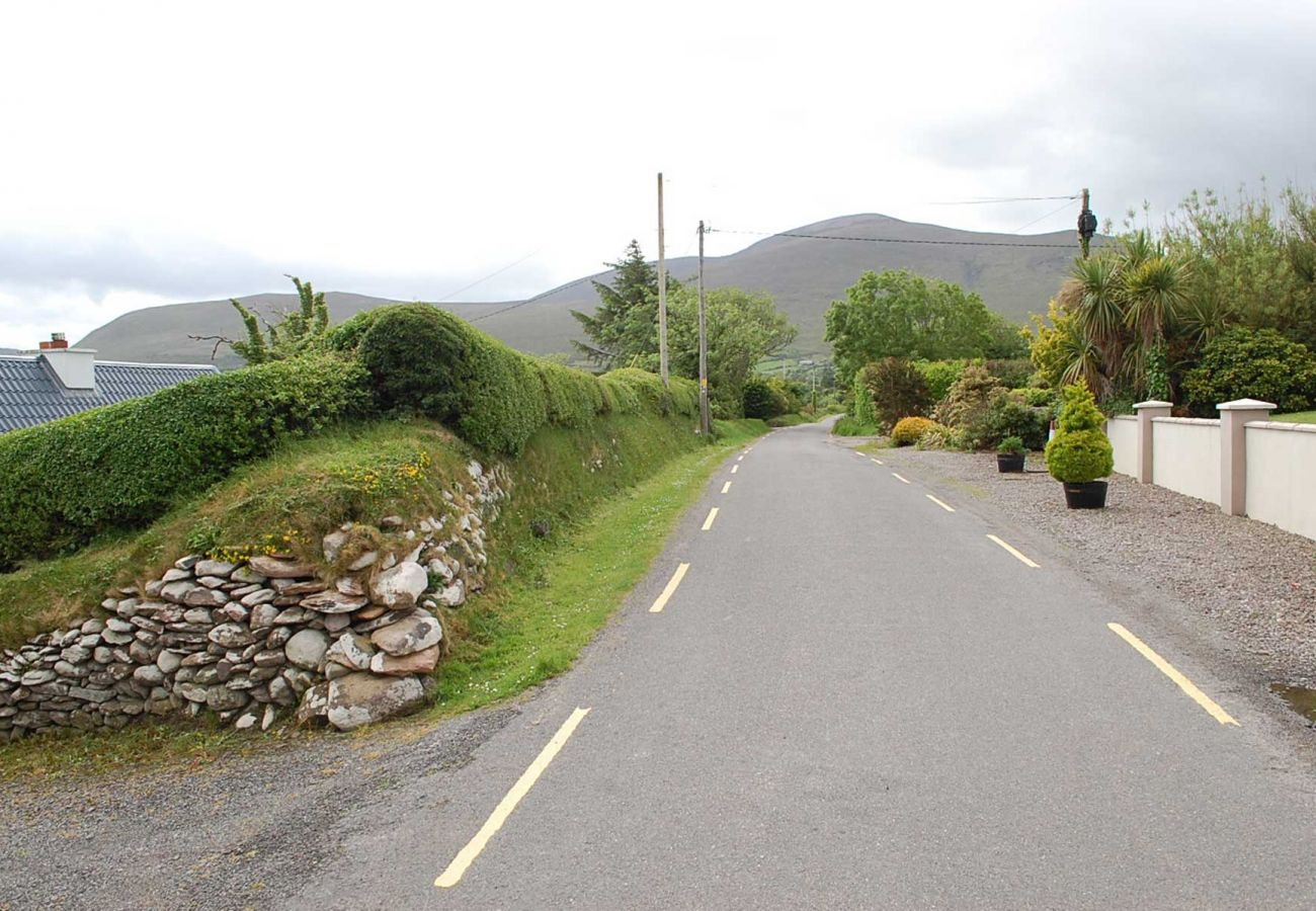 Charming Tigin Mamo, Family Self-Catering Holiday Cottage near Glenbeigh County Kerry