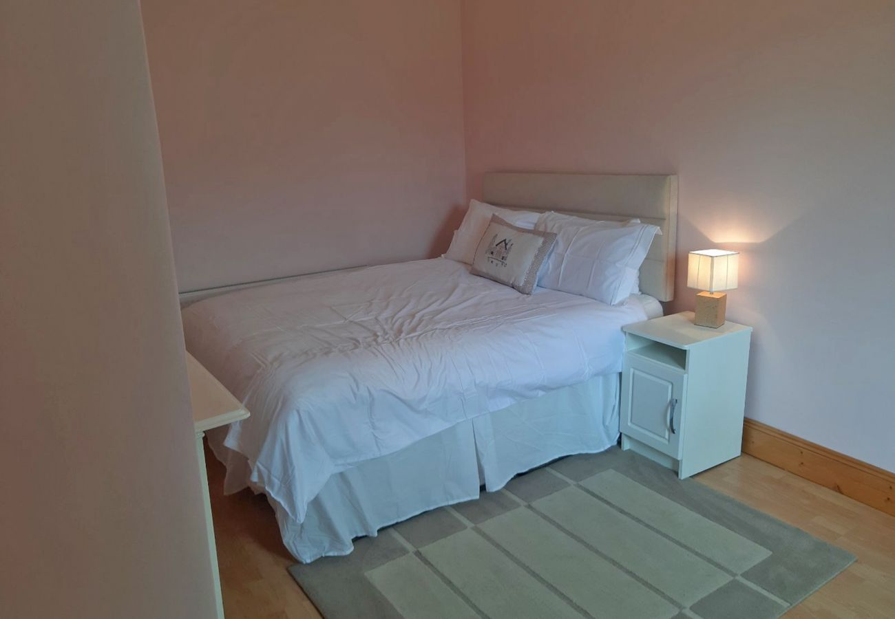 Family friendly Self-Catering Rural Retreat Primrose Cottage, Kinnitty, County Offaly