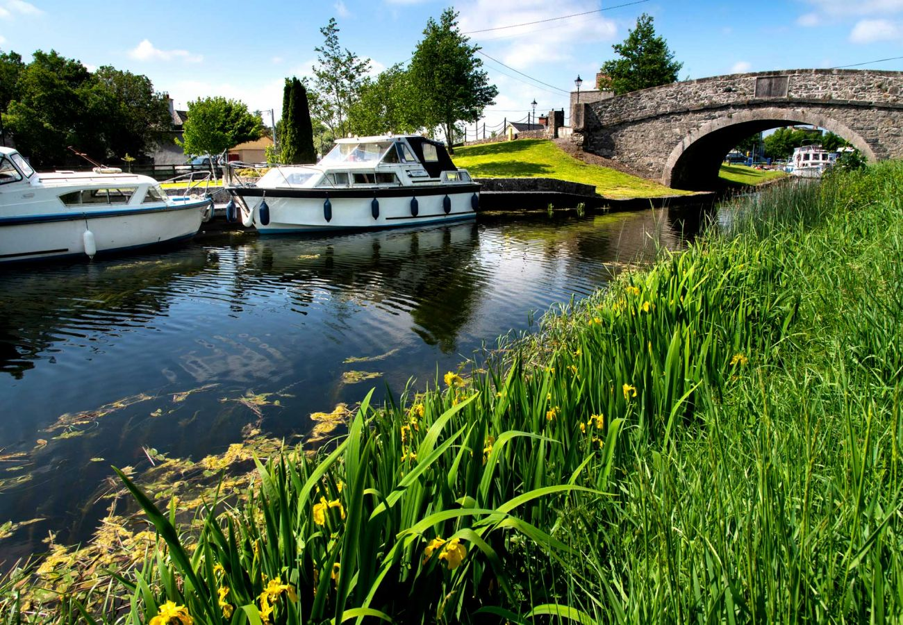 Shannon Harbour, County Offaly © Failte Ireland and Tourism Ireland