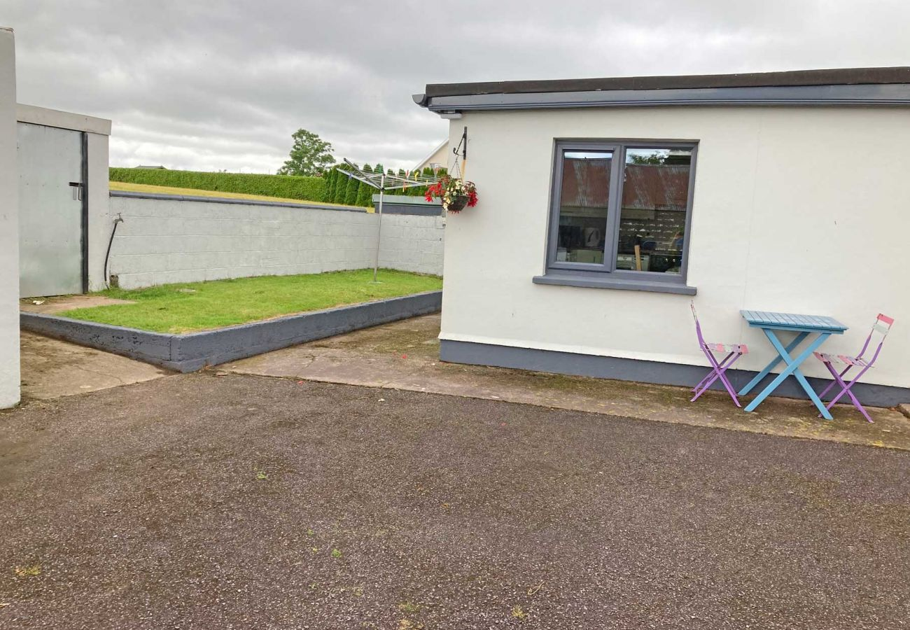 Mogeely Cottage, Modern Irish Self-Catering Holiday Cottage, Castlemartyr, County Cork
