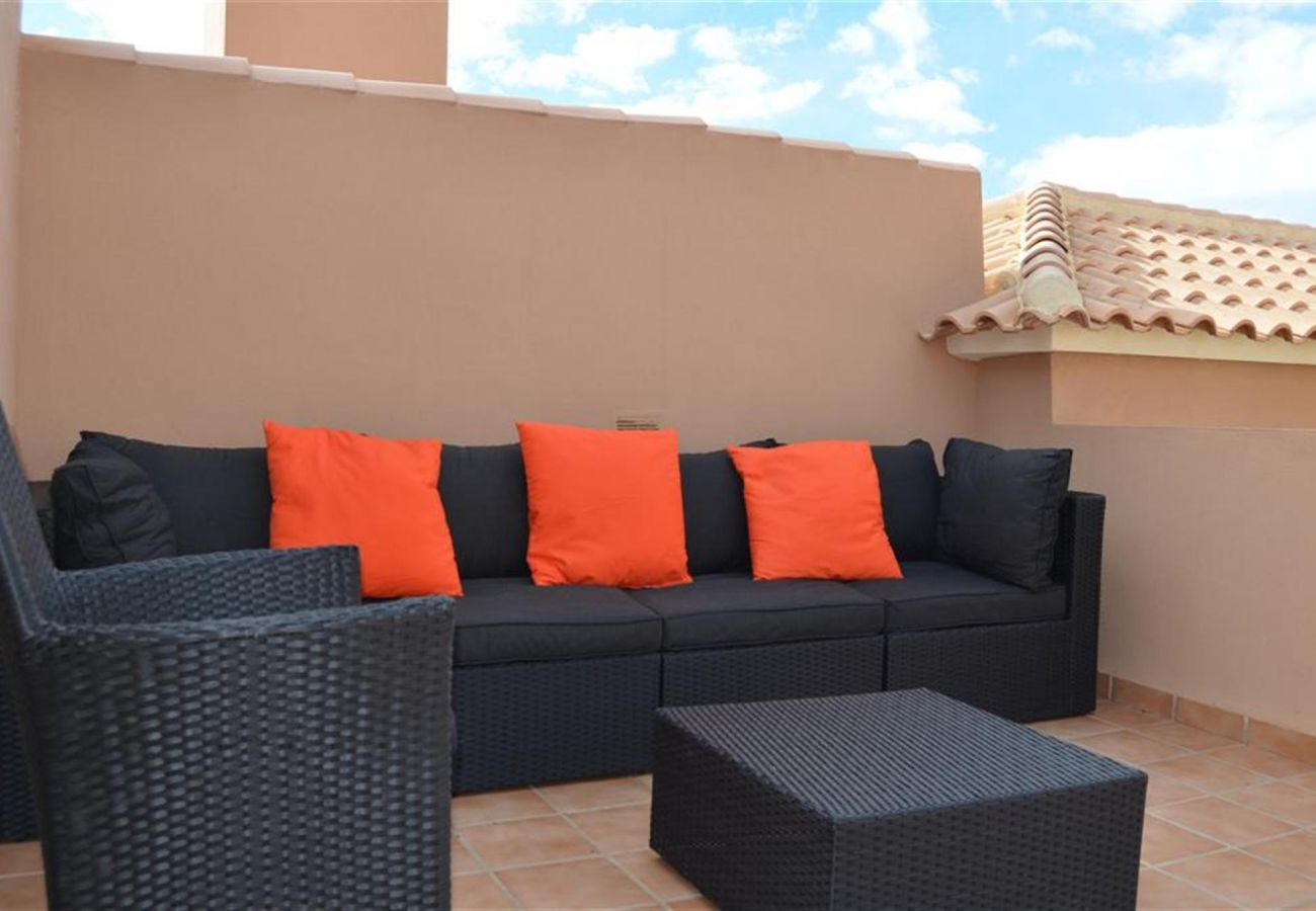Large roof terrace equipped with comfortable furniture - Resort Choice