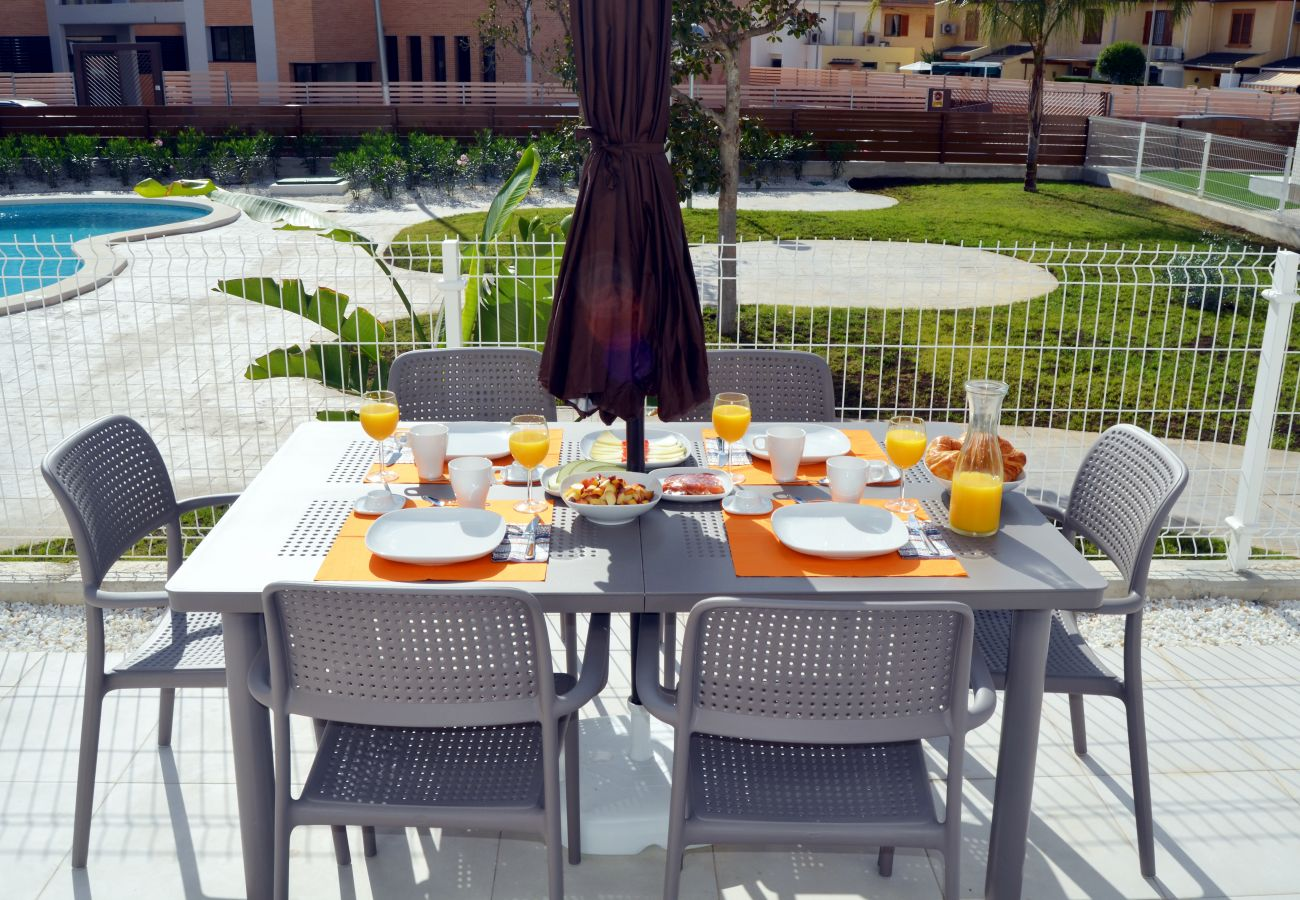 Beautiful terrace well equipped of Santiago de la Ribera apartment