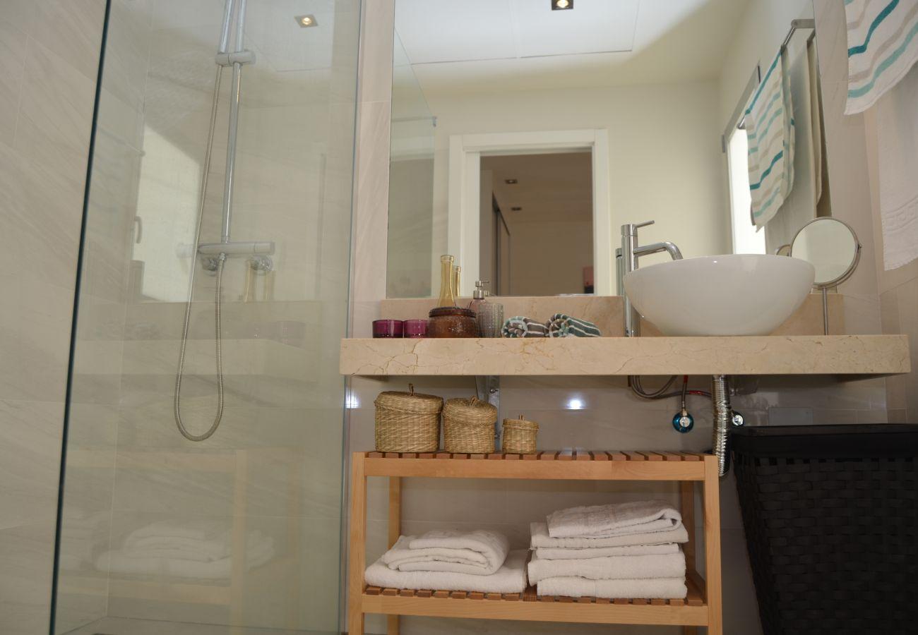 Beautiful bathroom of Santiago de la Ribera apartment