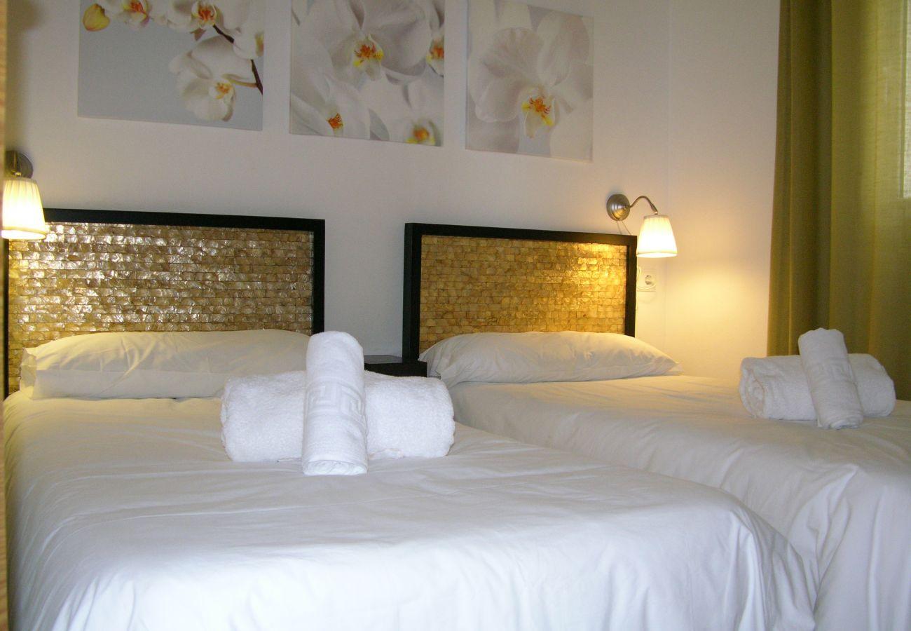 Beautiful 2 single bedroom of Hacienda Riquelme apartment