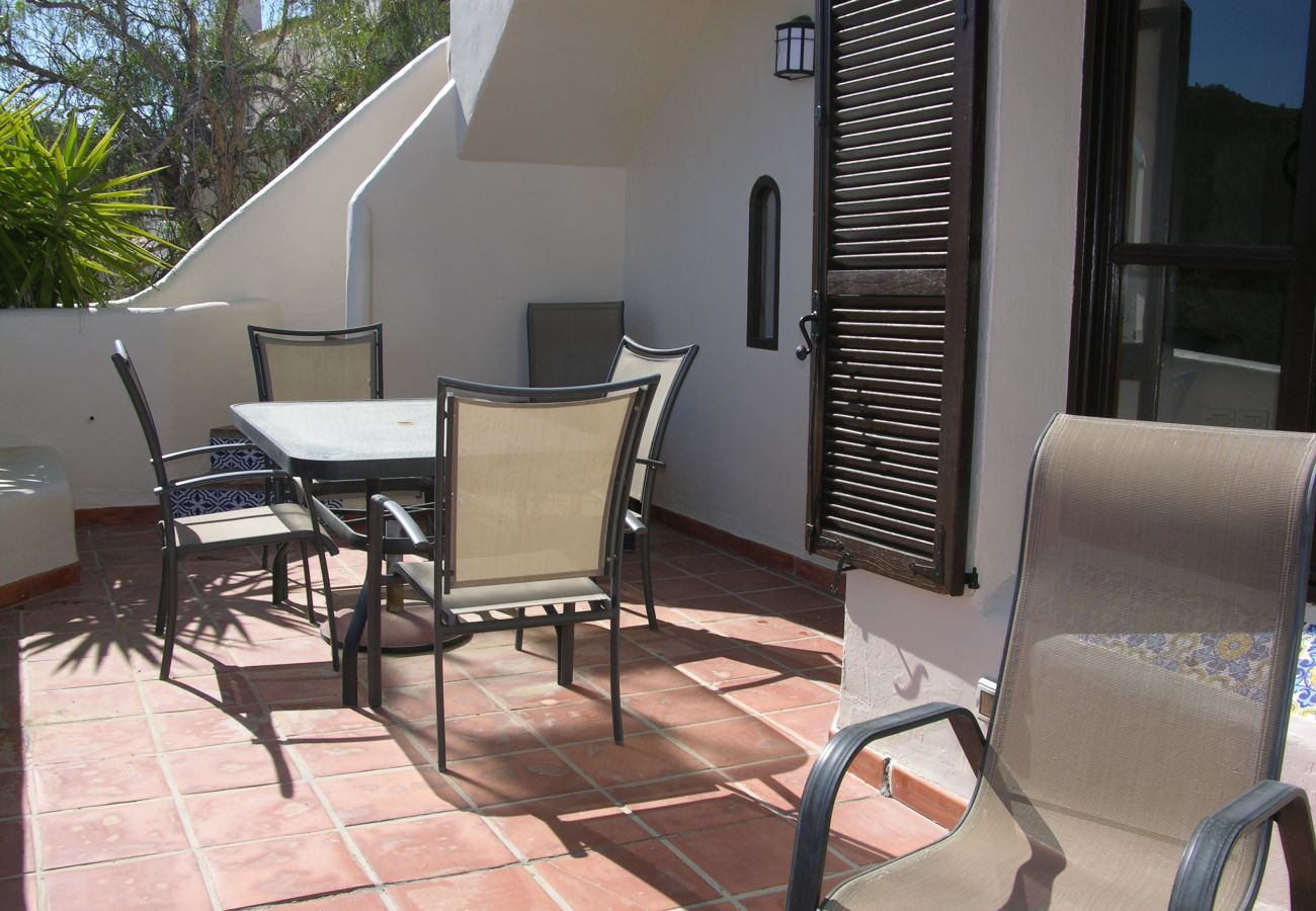 Spacious terrace with well managed sitting area - Resort Choice