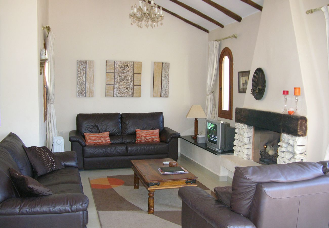 Spacious and well equipped living room in detached villa - Resort Choice