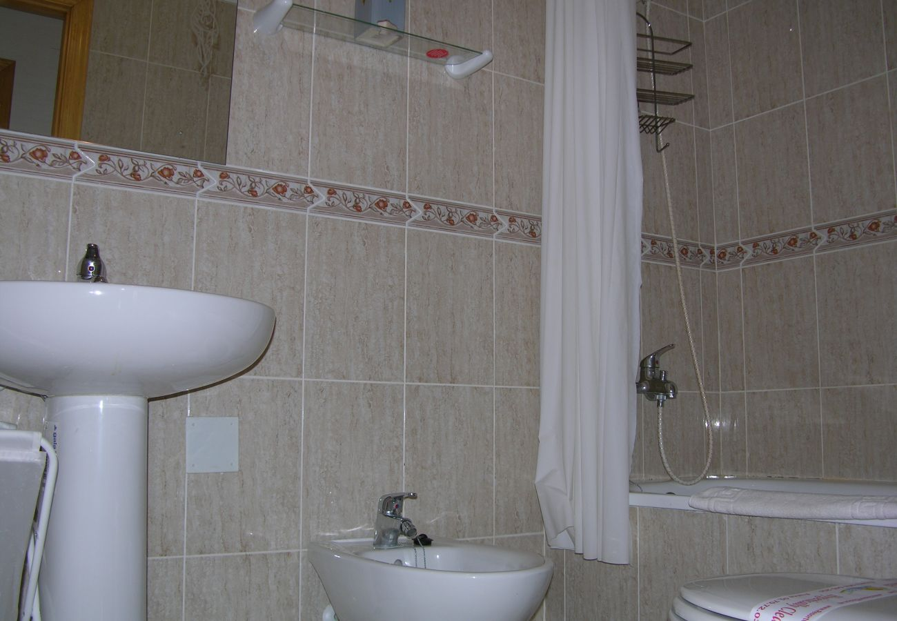 Beautiful bathroom with all modern bath ware - Resort Choice