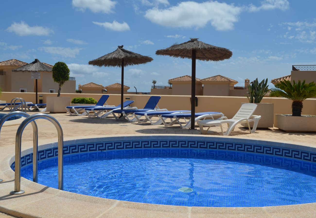 Buena Vista apartment rental with outdoor swimming pool - Resort Choice